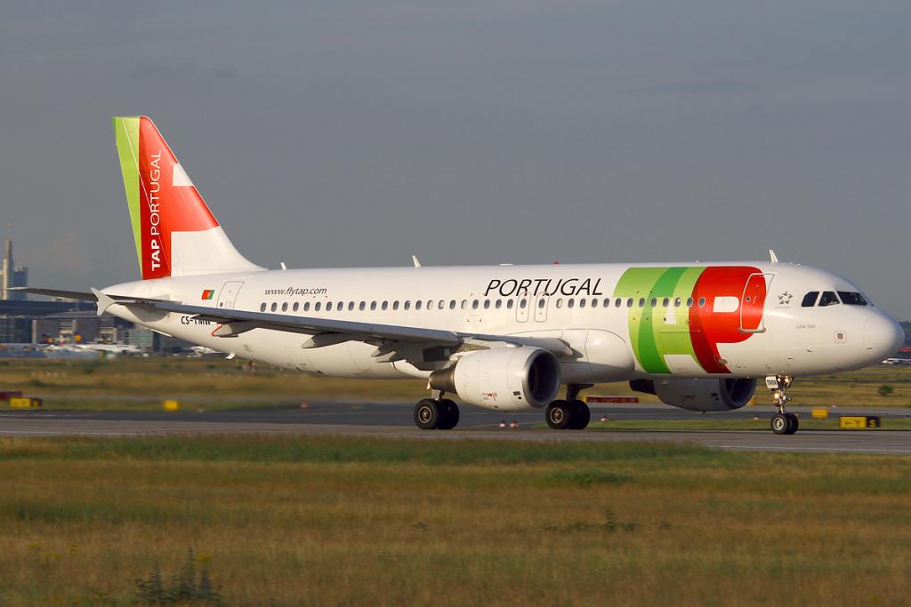 TAP_Portugal_A320-200_CS-TMW_FRA_2011-7-8